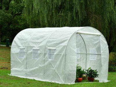 חממה גדולה לגינה במושב לגידול ירקות