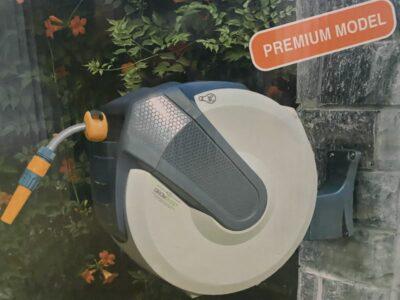 גלגלת קפיץ לצינור גינה מותקן על הקיר